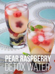 Pear berry detox water